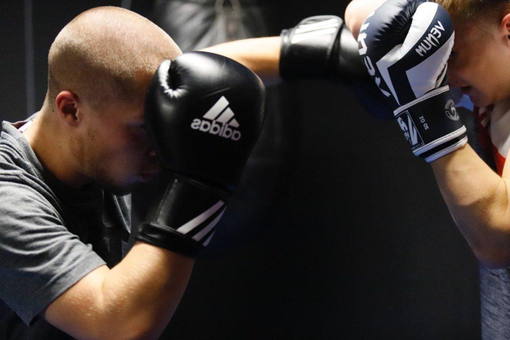 Krav Maga und Kickbox Sparring